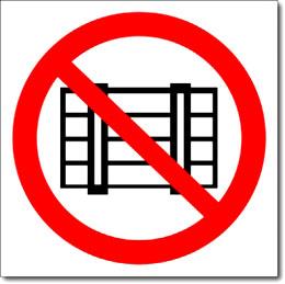 """Табличка """"Запрещается загромождать проходы и складировать"""""""